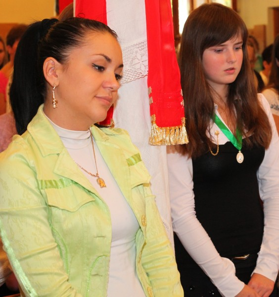 a young brunette woman and a girl in a Church during a Holy Mass