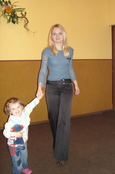 A beautiful blond woman with a kid, picture 3