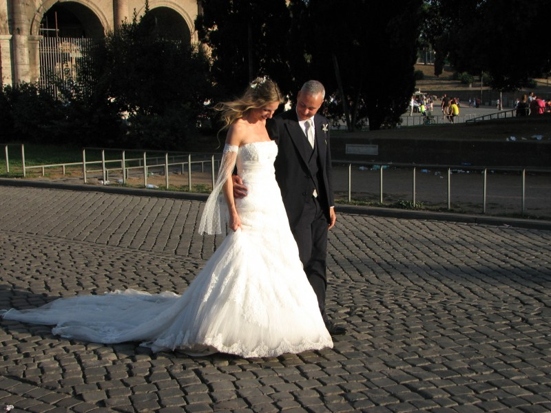 A bride and her bridegroom in Rome, Italy, European Union, August 2011, picture 38.
