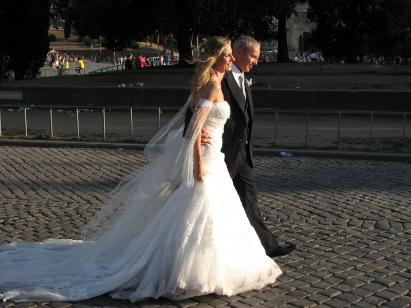 A bride and her bridegroom in Rome, Italy, European Union, August 2011, picture 39.