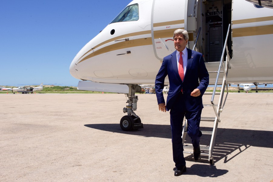 Secretary Kerry Becomes First Chief U.S. Diplomat to Visit Somalia As He Arrives in Mogadishu (17378841002)