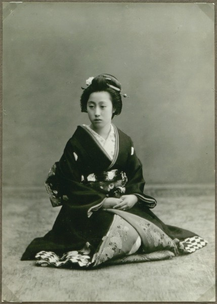 Young woman, Japan (10797490246)
