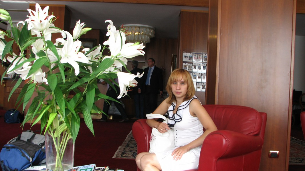 A young women in a hotel lobby, near Venice, picture 1.
