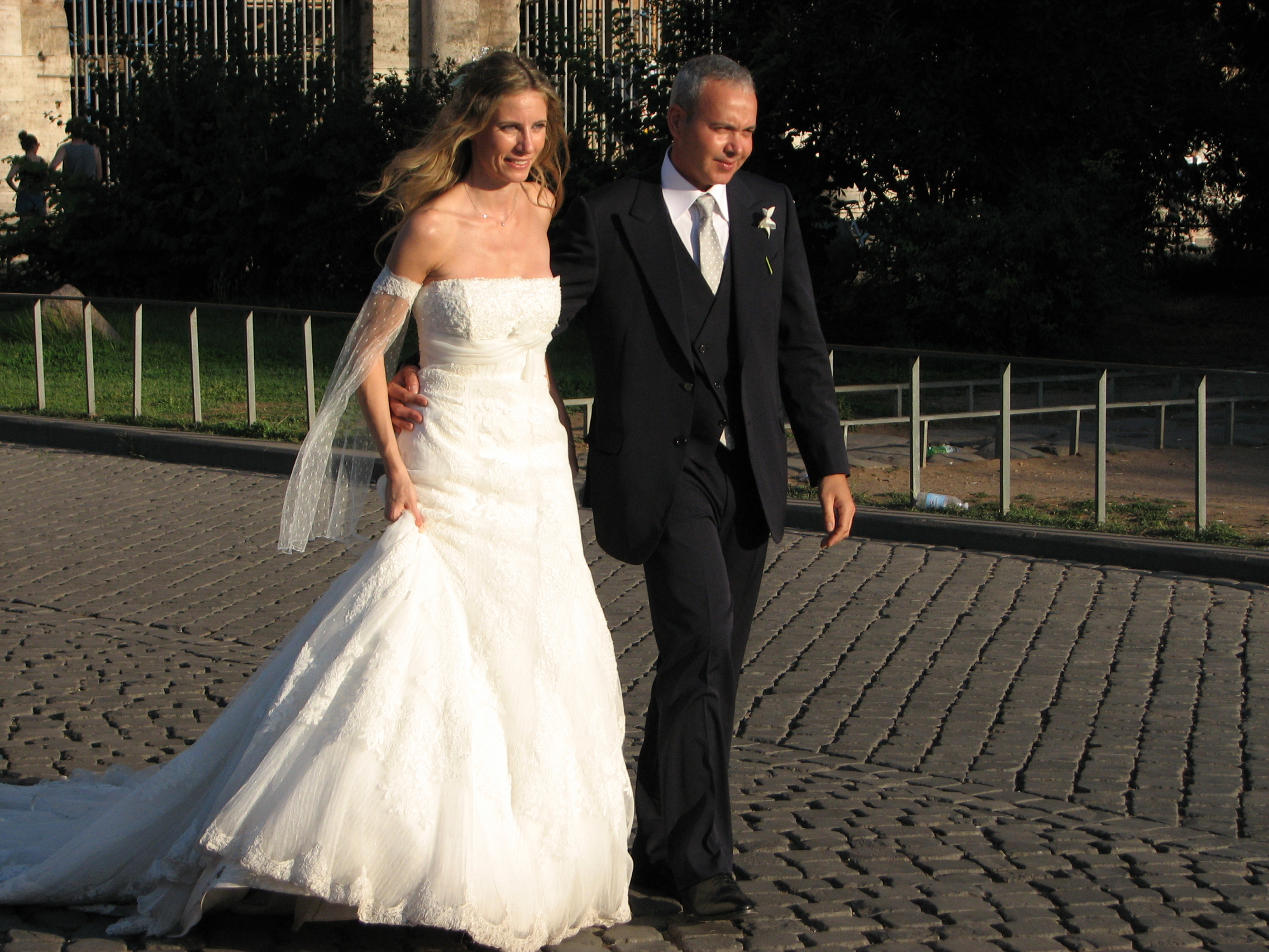 A bride and her bridegroom in Rome, Italy, European Union, August 2011, picture 37.