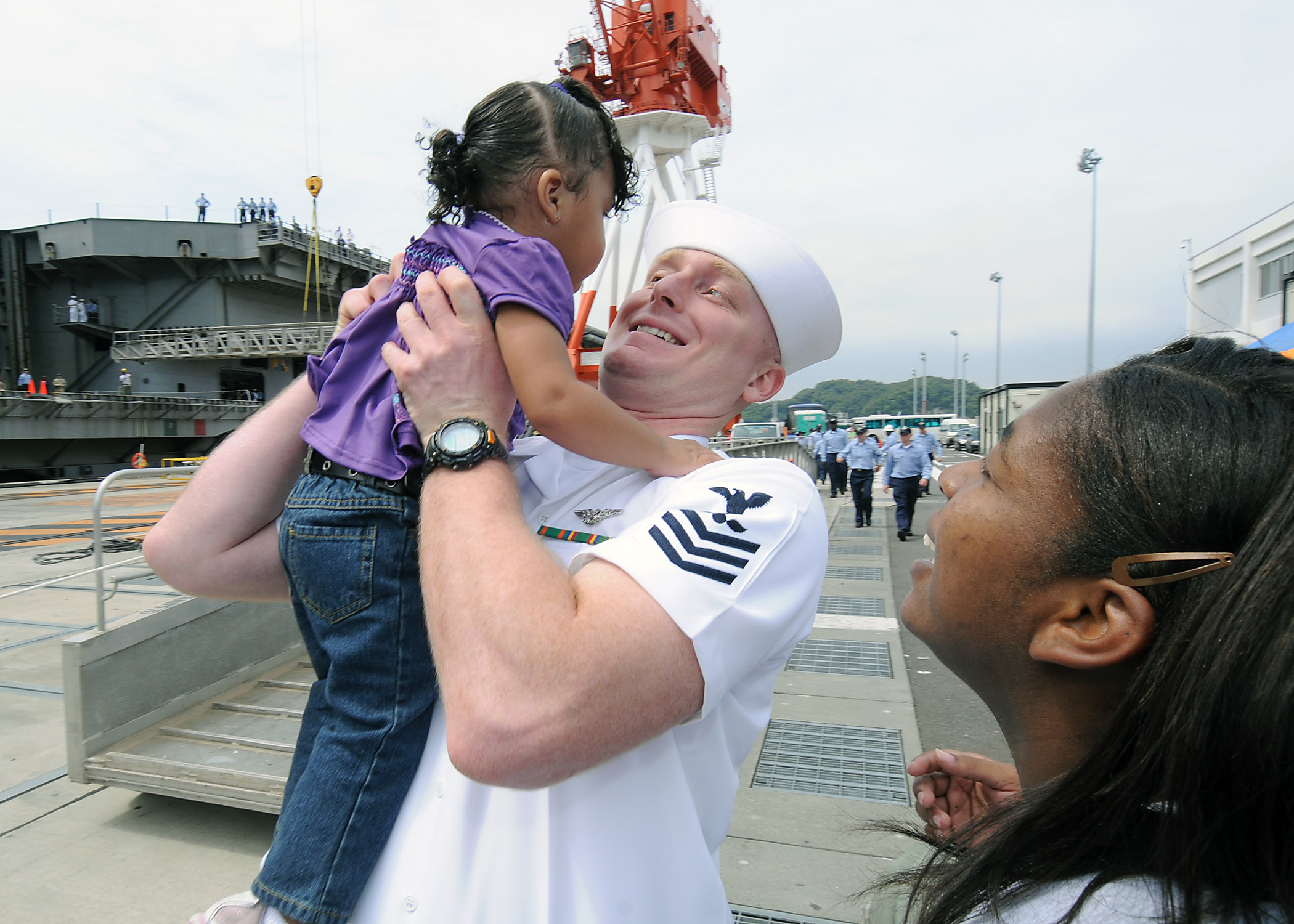 US Navy 090903-N-1062H-077 Chief Aviation Ordnanceman (Sel.) Charles Green raises his daughter into his arms during the return of the aircraft carrier USS George Washington (CVN 73) to Yokosuka, Japan