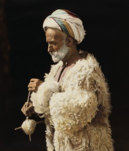 American Colony, Ramallah peasant spinning wool 18417-020u