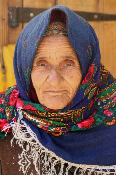 Old woman in Lahic
