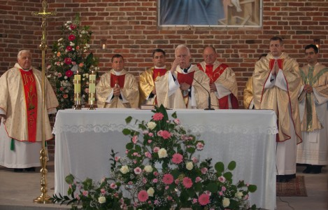 a Holy Mass in a church in September 2014, picture 1