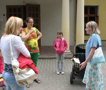 Catholic women with kids at a meeting of Catholic married couples, picture 14