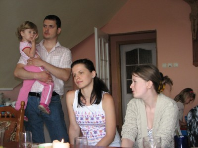 A man with kid and pretty women at a meeting of Catholic married couples, picture 24