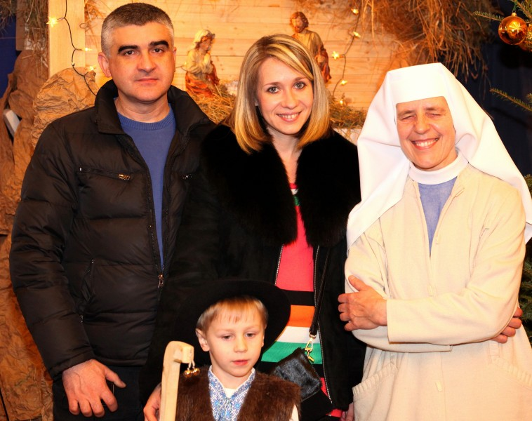 a Catholic family with a nun in a Church during the Christmas time, photo 3