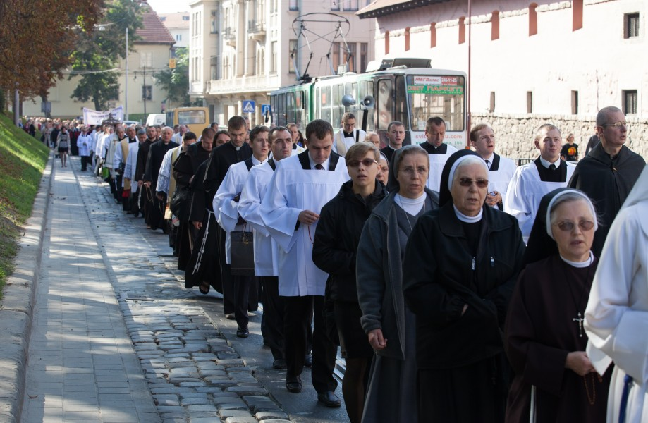 a Catholic procession in Lviv, Ukraine in September 2014, picture 4