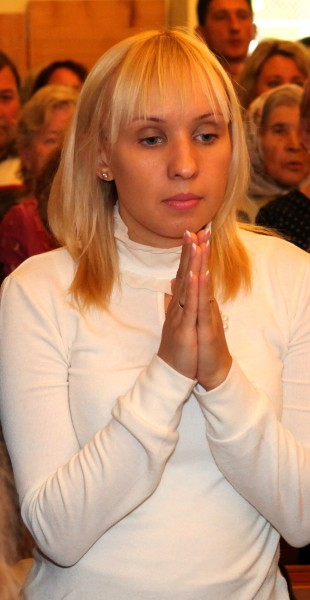 a young Catholic woman praying in a Church, photo 1