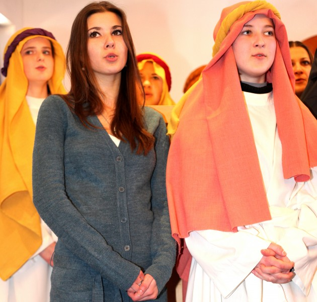 Catholic girls who have just acted in the Passion of the Christ performance, photo 1