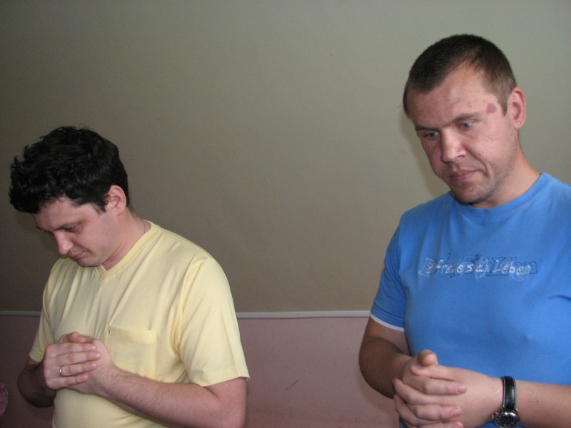 Men praying at a meeting of Catholic married couples, picture 6