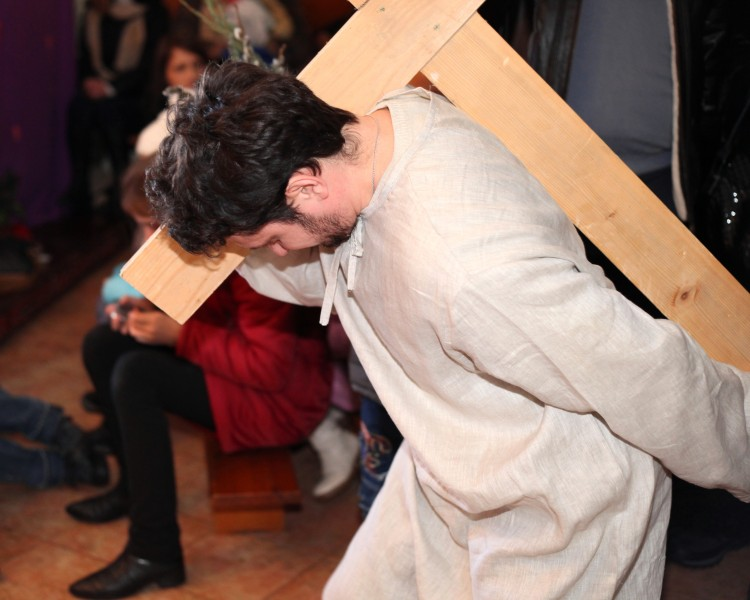 Jesus carrying cross in the Passion of the Christ performance, photo 2