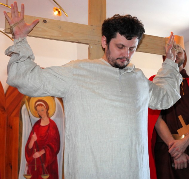 Jesus crucified in the Passion of the Christ performance, photo 3