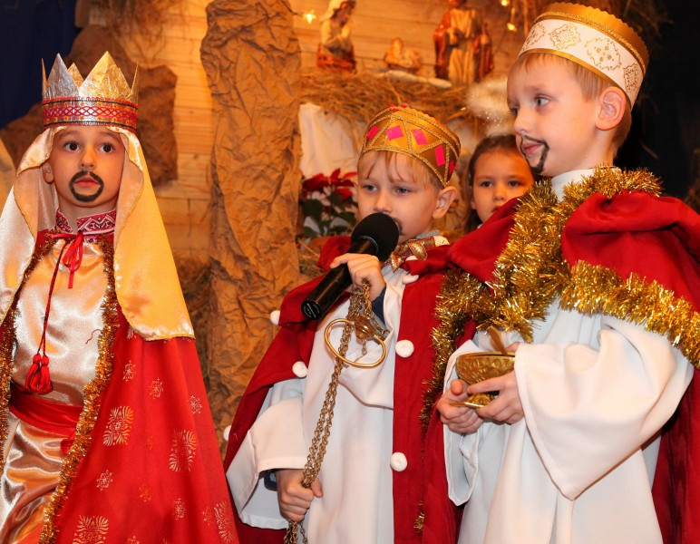 the nativity performance in a Catholic kindergarten, photo 7