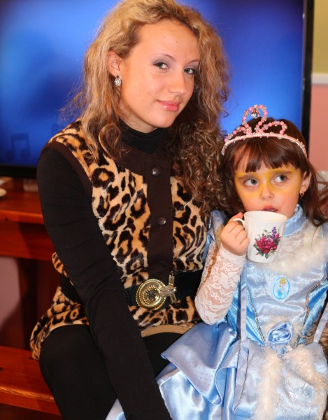 a beautiful curly woman with her daughter in a Catholic kindergarten, picture 5