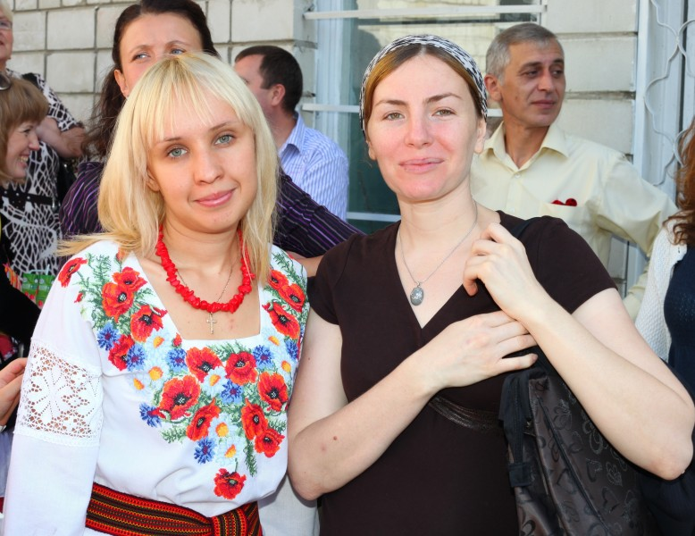 two cute women: Catholic (left), Muslim (right), photo 1