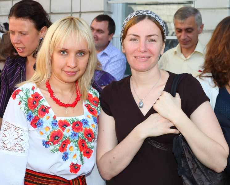 two cute women: Catholic (left), Muslim (right), photo 2