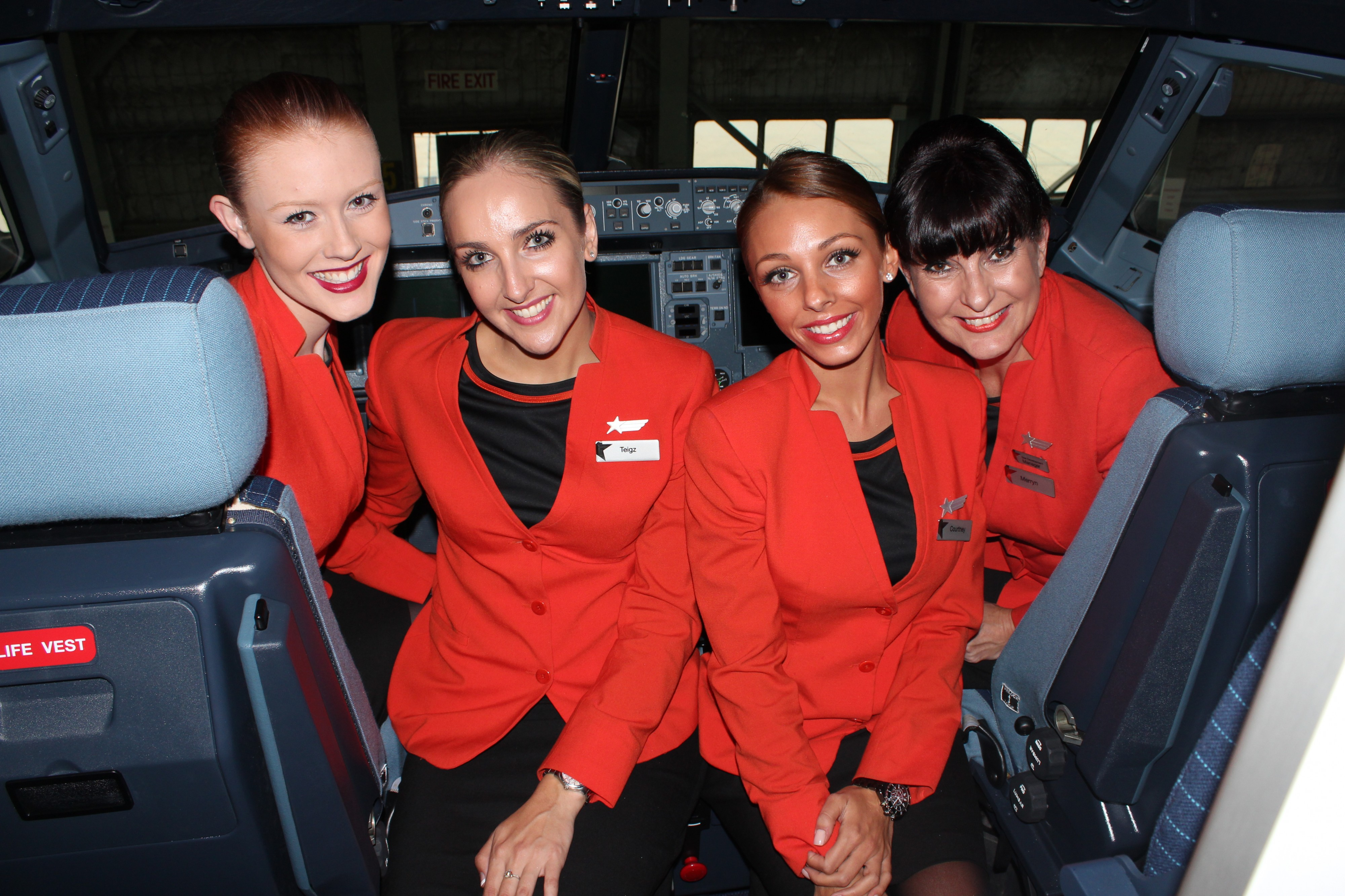 Jetstar crew in our brand new A320 (8647496338)