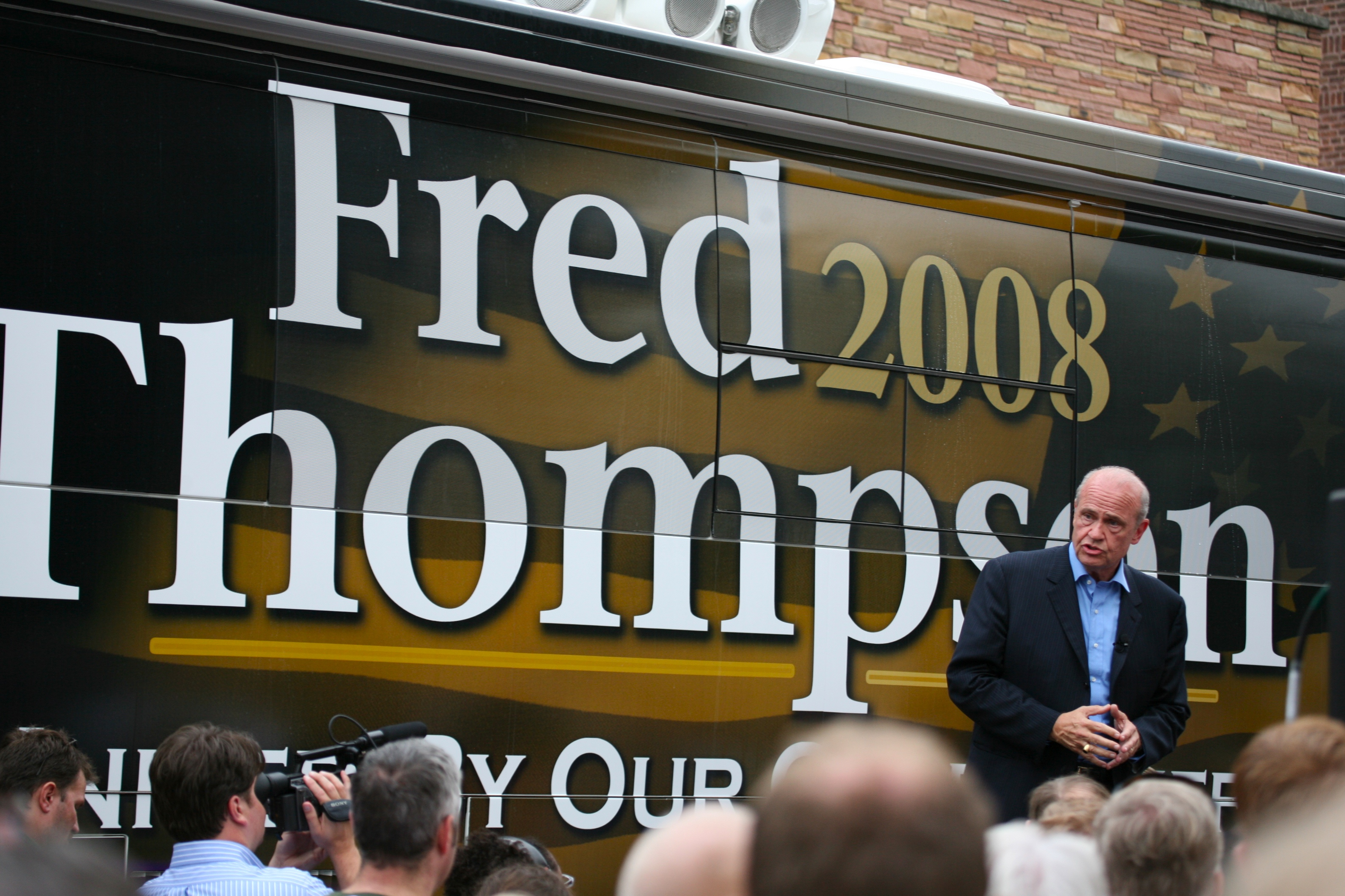 Fred Thompson and bus 2007