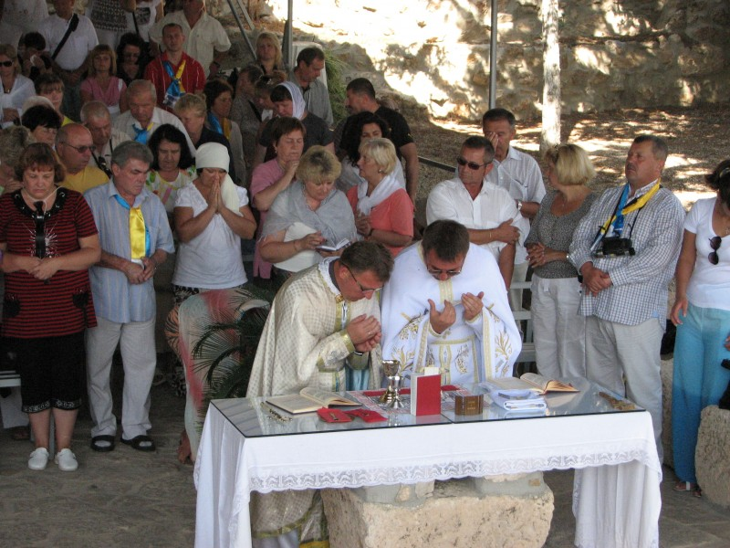 Church service of Catholic pilgrims in Bethlehem, Palestinian Territories, picture 3