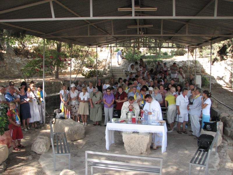 Church service of Catholic pilgrims in Bethlehem, Palestinian Territories, picture 4