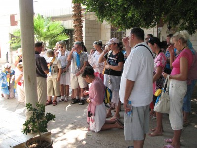 Christian pilgrims praying in Jericho, Israel, picture 1.