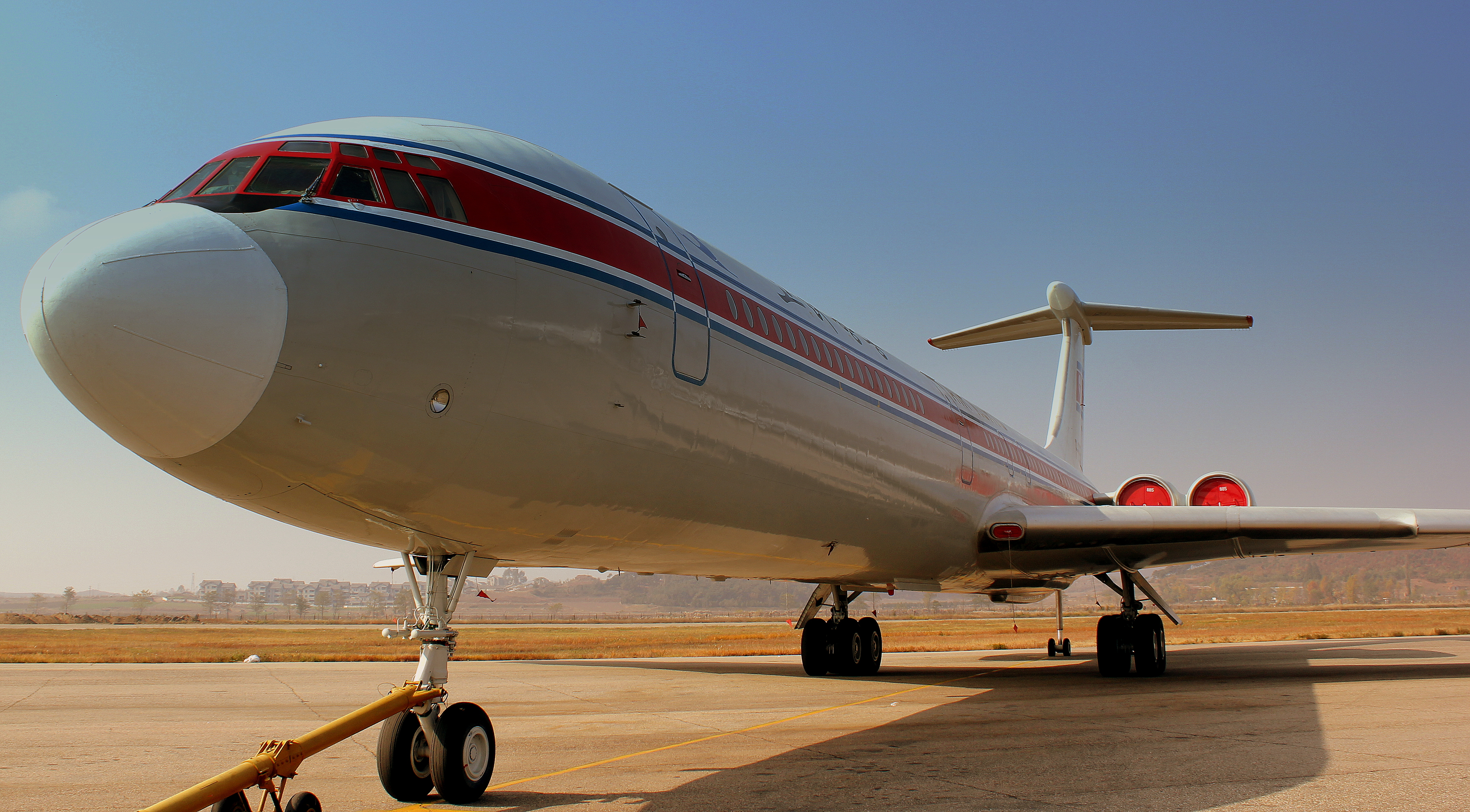 AIR KORYO IL62M P885 AT PYONGYANG SUNAN AIRPORT DPRK NORTH KOREA OCT 2012 (8640210643)