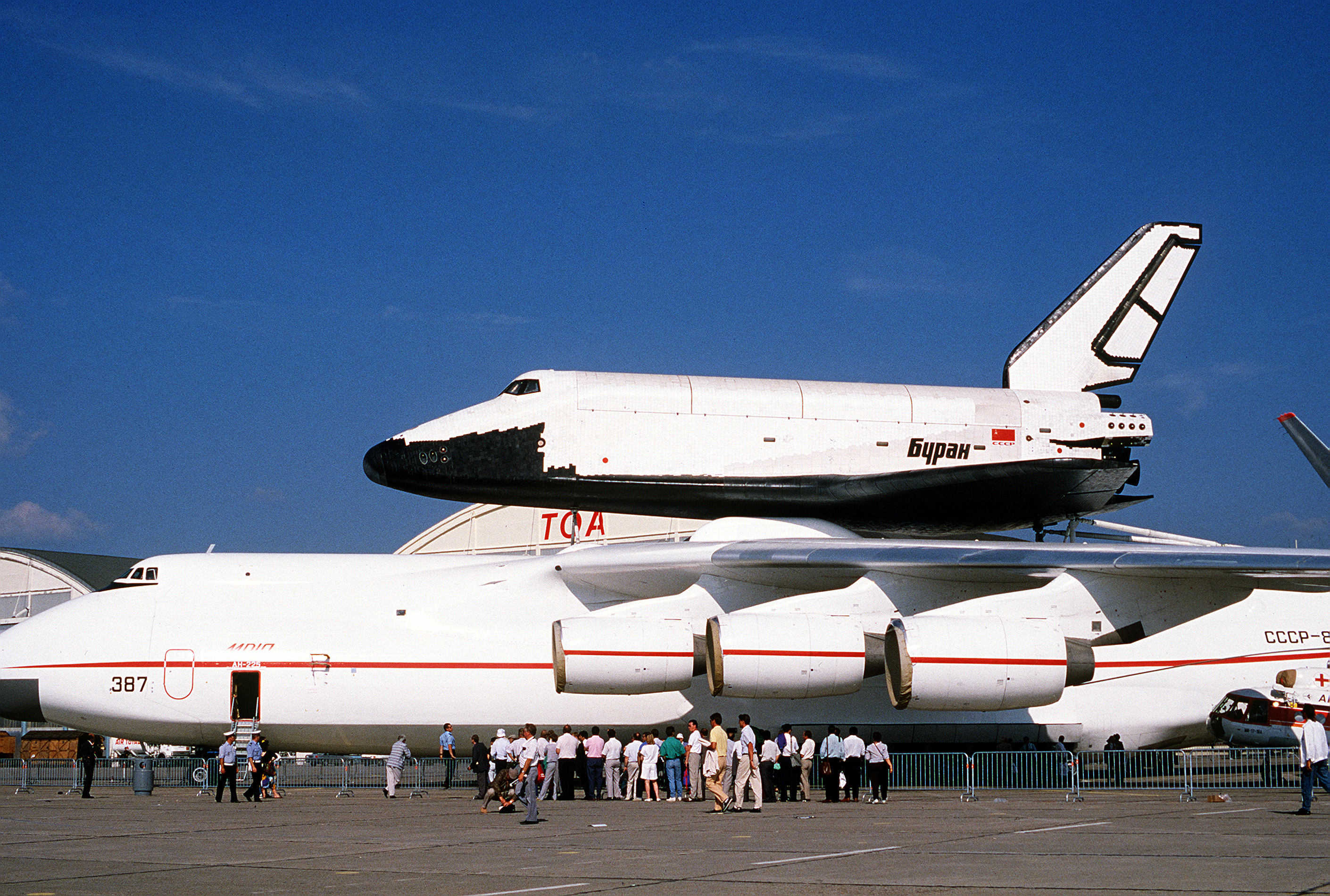 Buran on An-225 (Le Bourget 1989) 1