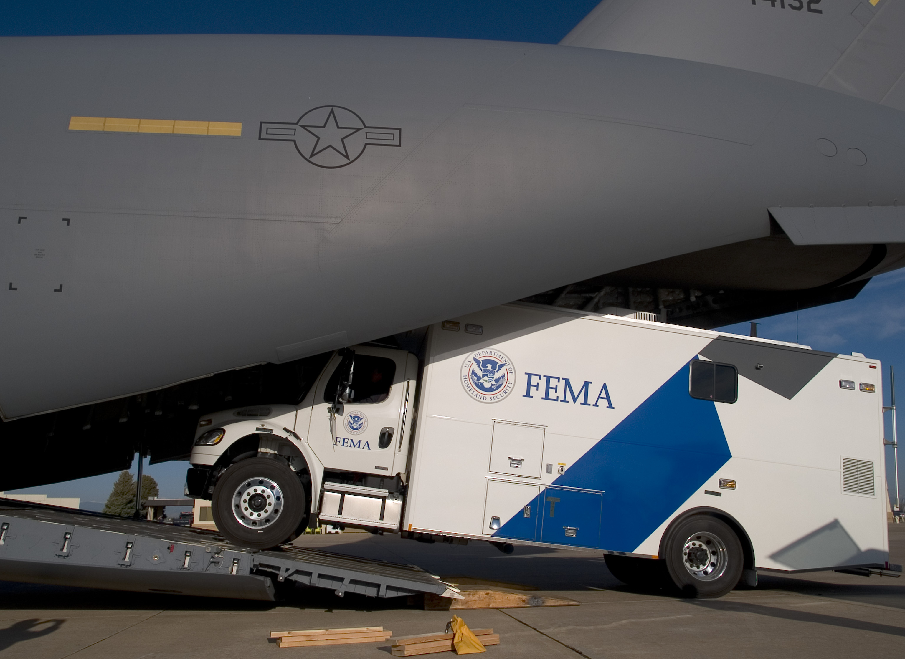 FEMA - 29768 - MERS truck being loaded on to a C-17 in Colorado