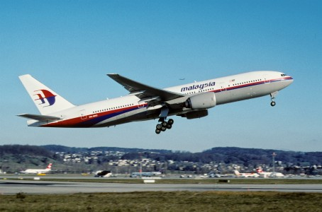 268ap - Malaysia Airlines Boeing 777-2H6ER; 9M-MRO@ZRH;07.12.2003 (4794791396)