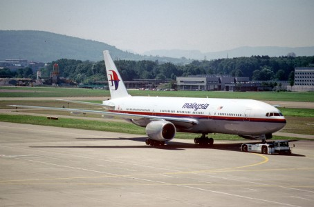 34ad - Malaysia Airlines Boeing 777-2H6ER; 9M-MRG@ZRH;07.08.1998 (4794758296)
