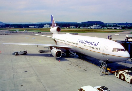 62bg - Continental Airlines DC-10-30; N83071@ZRH;29.06.1999 (6329047630)