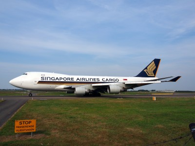 9V-SFG Singapore Airlines Cargo Boeing 747-412F - cn 26558, taxiing 22july2013 pic-005