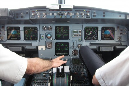 Adjusting thrust during visual approach