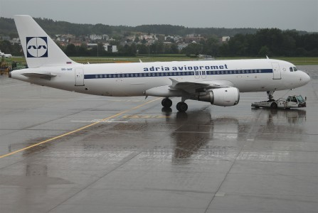 Adria Airways Airbus A320-211; S5-AAT@ZRH;17.07.2011 610ar (6059122415)