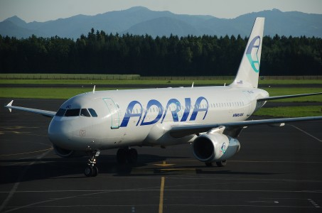 Adria Airways Airbus A320-231; S5-AAC@LJU;14.06.2009 540bf (4329377002)