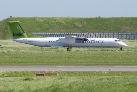 Air Baltic DHC-8-400; YL-BAE@CPH;03.06.2010 574bk (4688604522) (2)