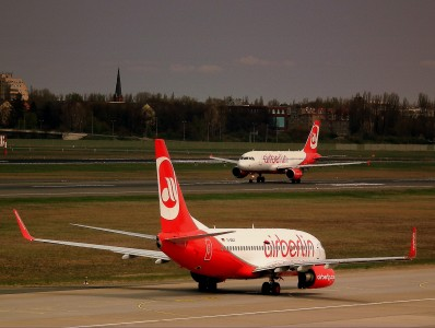 AIR BERLIN BOEING 737-700 AND AIRBUS A320 AT BERLIN TEGAL FLUGHAFEN GERMANY APRIL 2012 (6953963984)