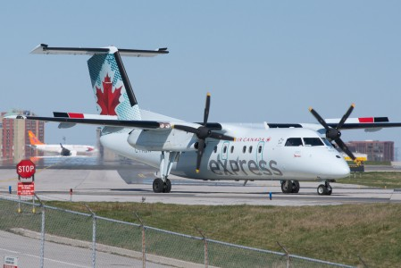 Air Canada Express (Jazz) Bombardier Dash-8-100 (6909167086)