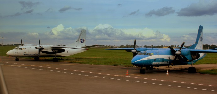 ANTONOV AN26,s OF AVIAVILSA AT VILLINUS AIRPORT LITHUANIA SEP 2013 (9849787894)