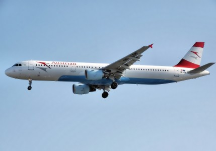 Austrian.airlines.a321-100.oe-lbb.arp