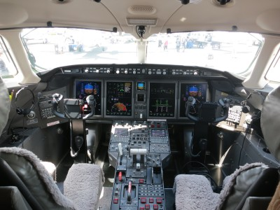 Bombardier Challenger 300 cockpit