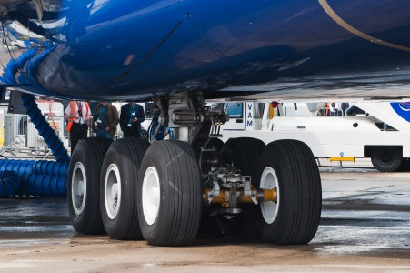 British Airways Airbus A380-841 F-WWSK PAS 2013 08 main landing gear