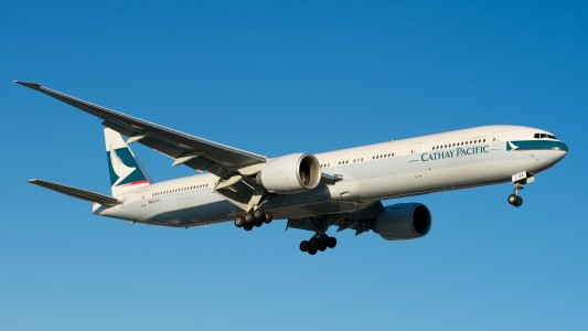 Cathay Pacific Boeing 777-300ER B-KQA (7617635108)