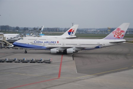 China Airlines Boeing 747-400, B-18202@AMS,19.04.2008-508bb - Flickr - Aero Icarus