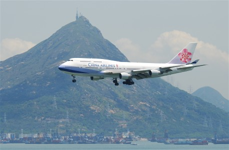 China Airlines Boeing 747-400; B-18206@HKG;04.08.2011 615fq (6207270117)